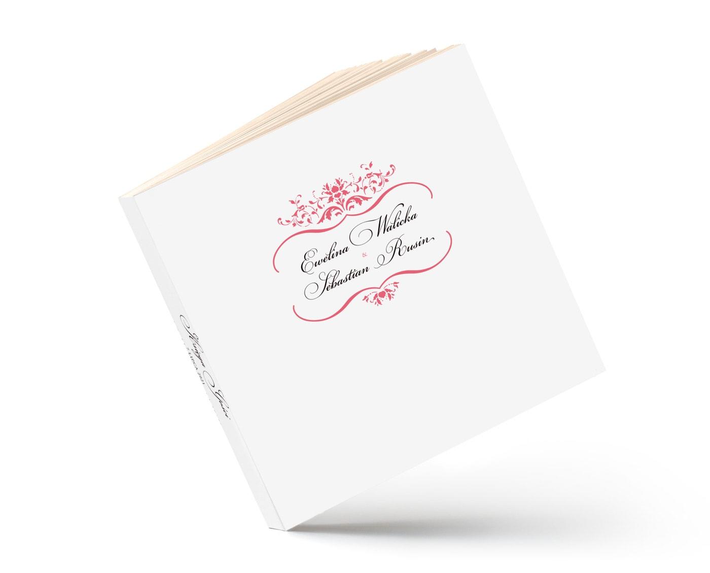 Księga gości z białą okładką i zdobieniami