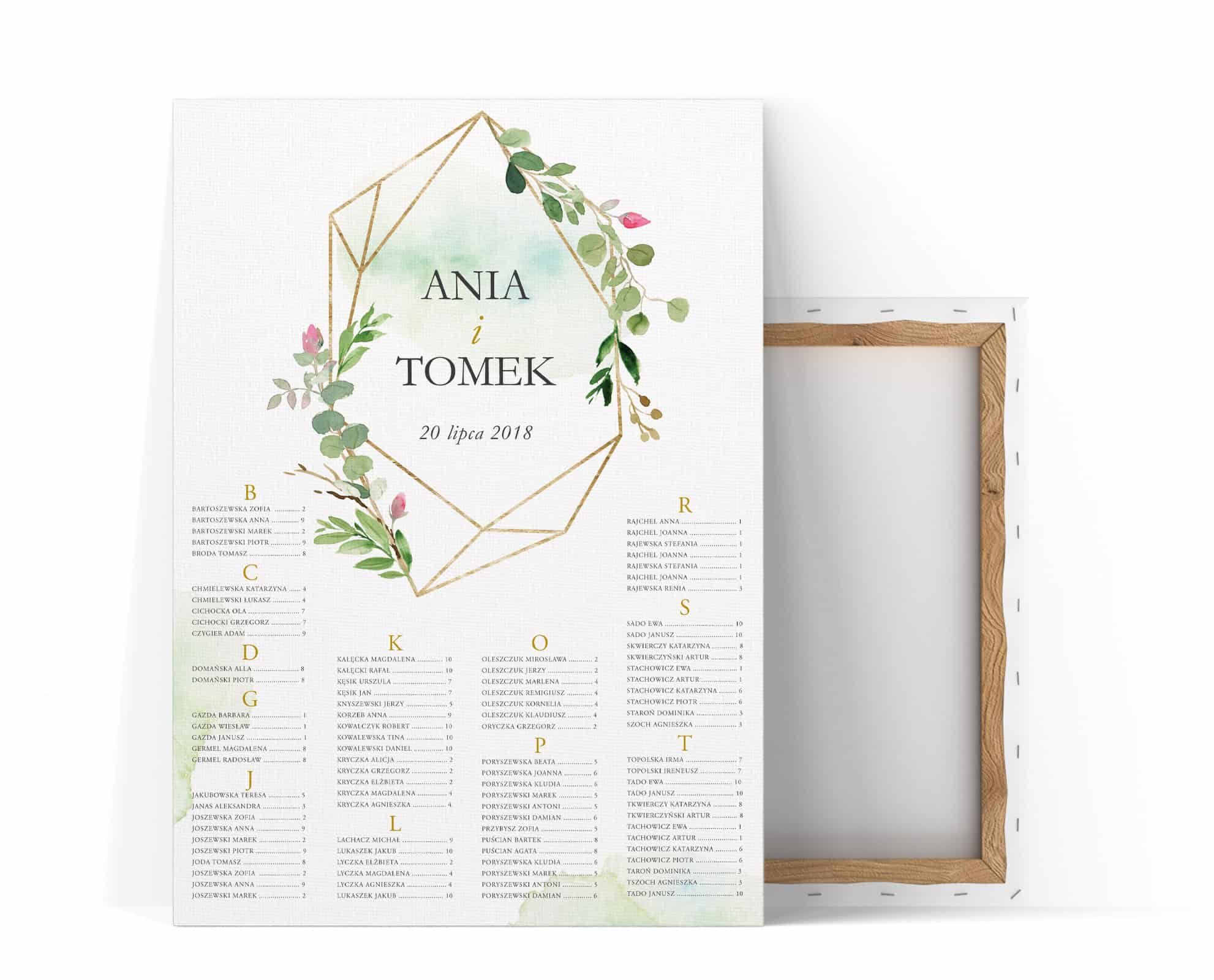 Plan stołów z geometryczną figurą i dekoracja z liści i kwiatów