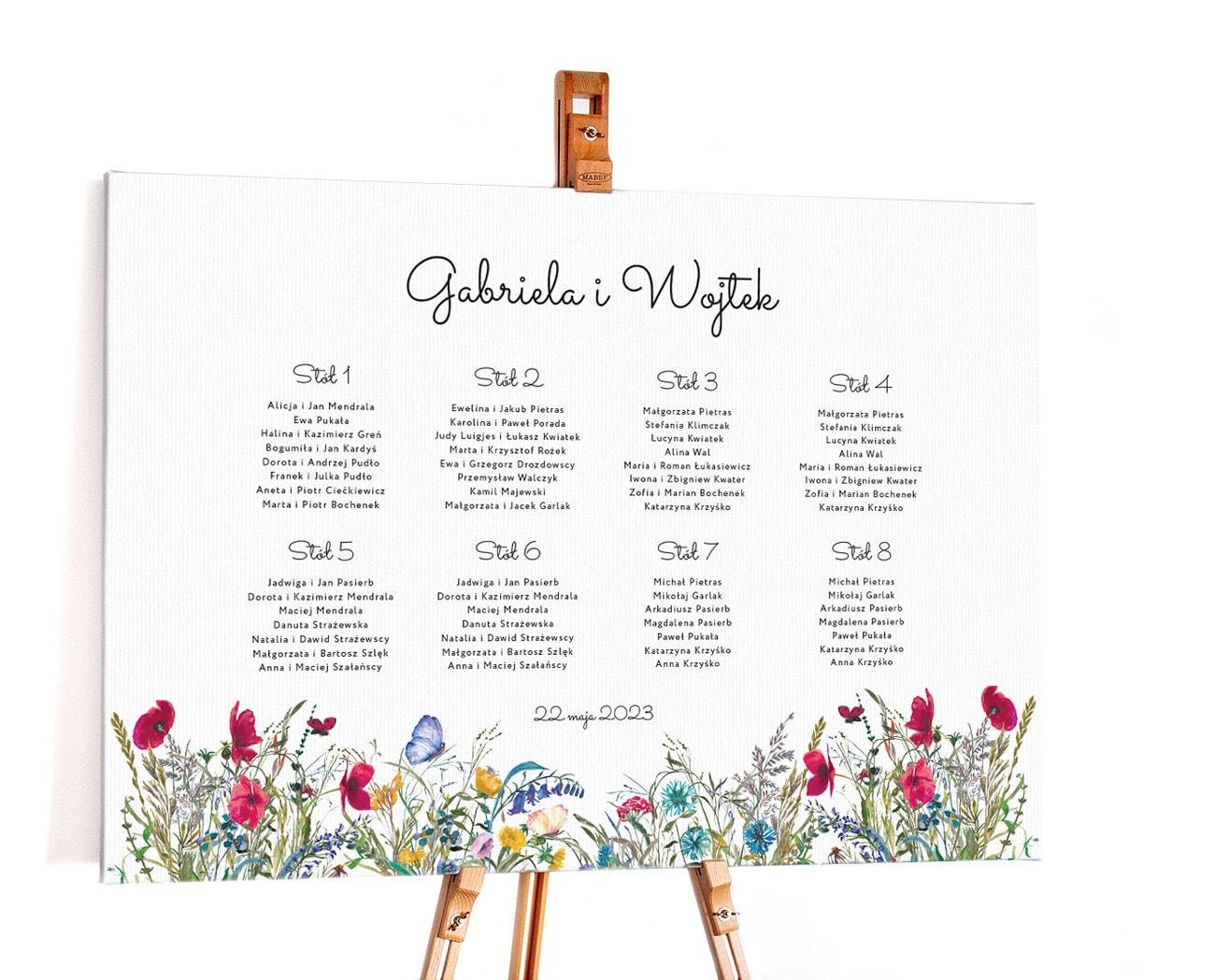 Plan stołów w stylu rustykalnym z polnymi kwiatami