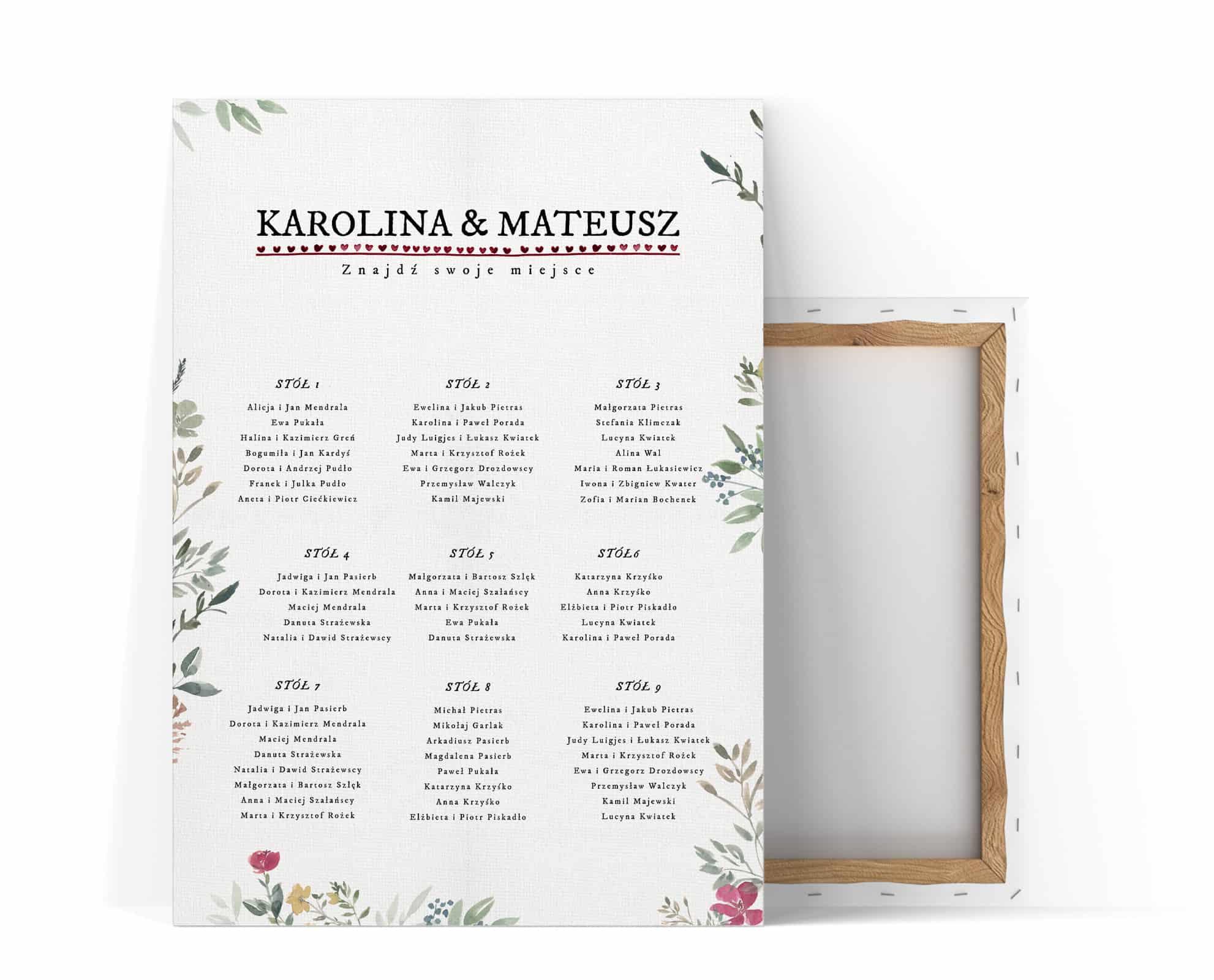 prosty plan stołów z jasnymi listkami i kwiatami dookoła