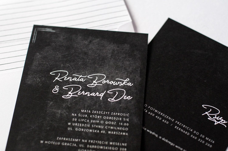Zaproszenie na czarnej kartce z papieru kredowego