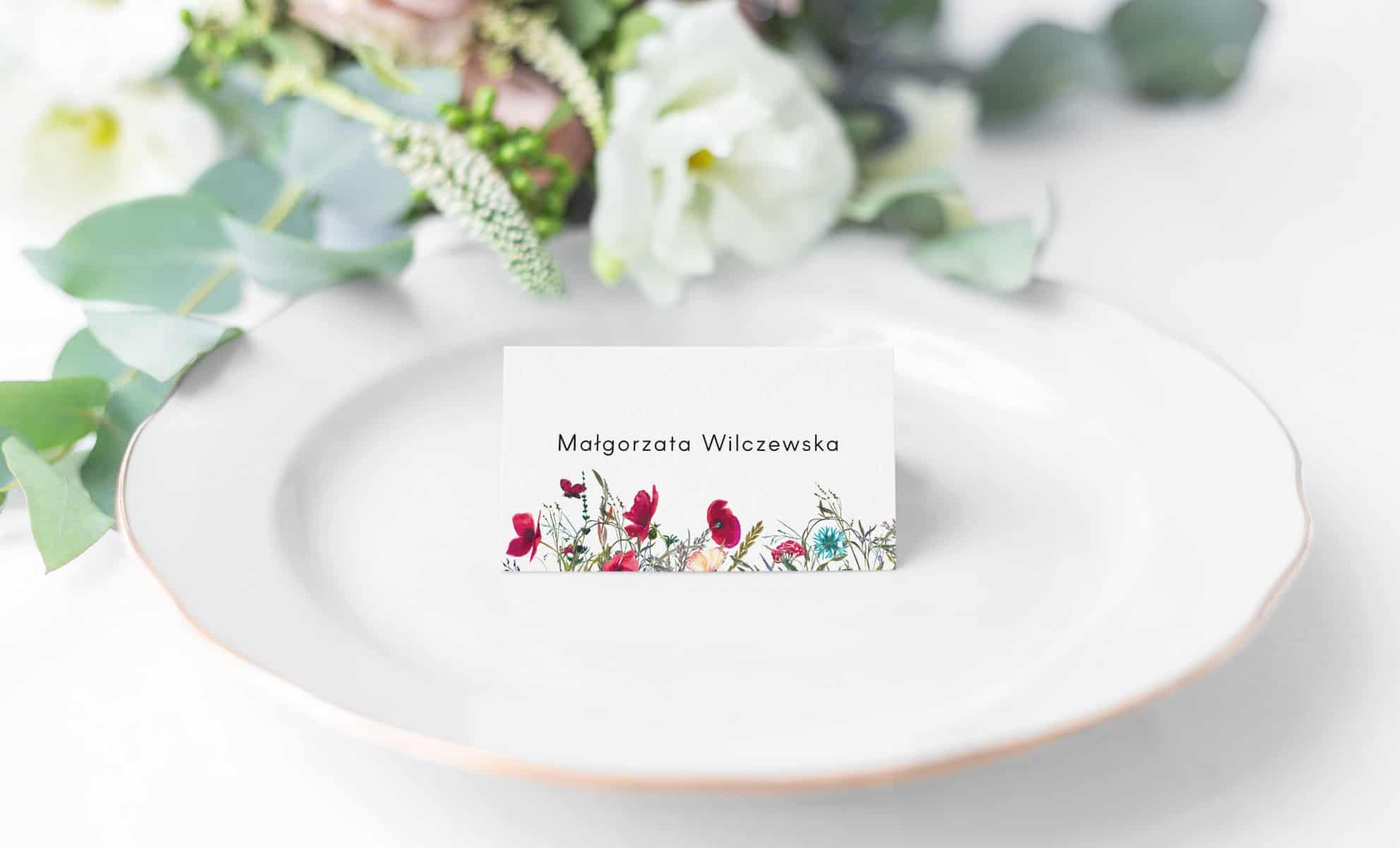 Winietki z imionami gości weselnych z polnymi kwiatami