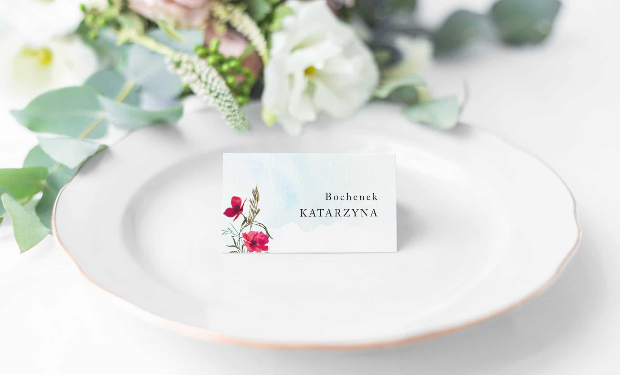 Winietki z imionami gości na stoły, polne kwiaty i maki