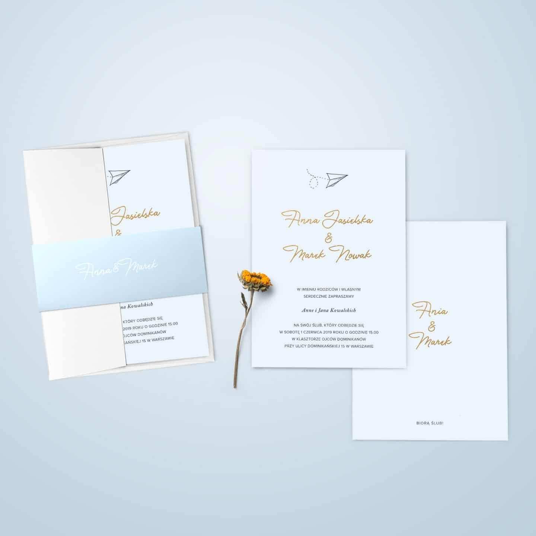 Zaproszenie w kolorze błękitu i złota z samolotem