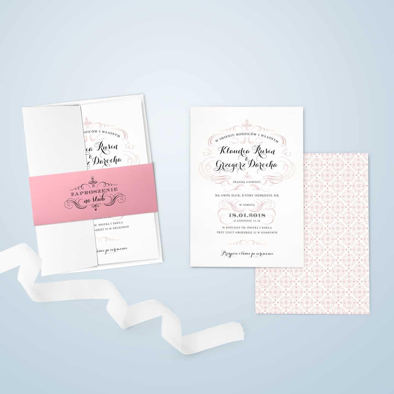 Różowe zaproszenie z owijką i ozdobną kopertą w stylu francuskim