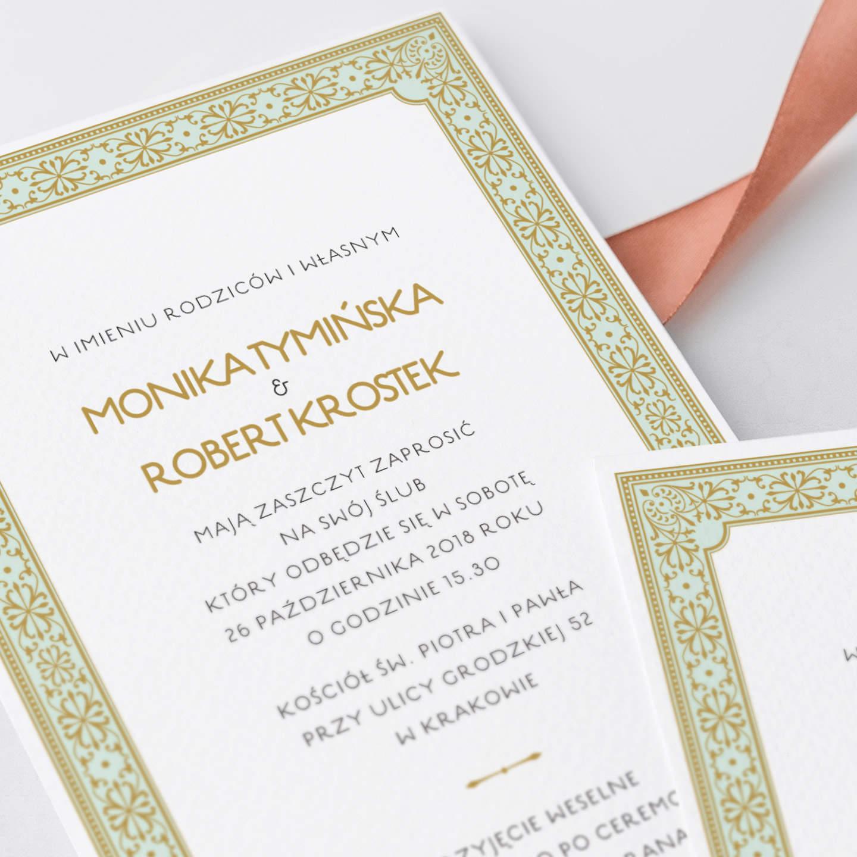 Zaproszenie z dekoracyjną złotą czcionką z ornamentami