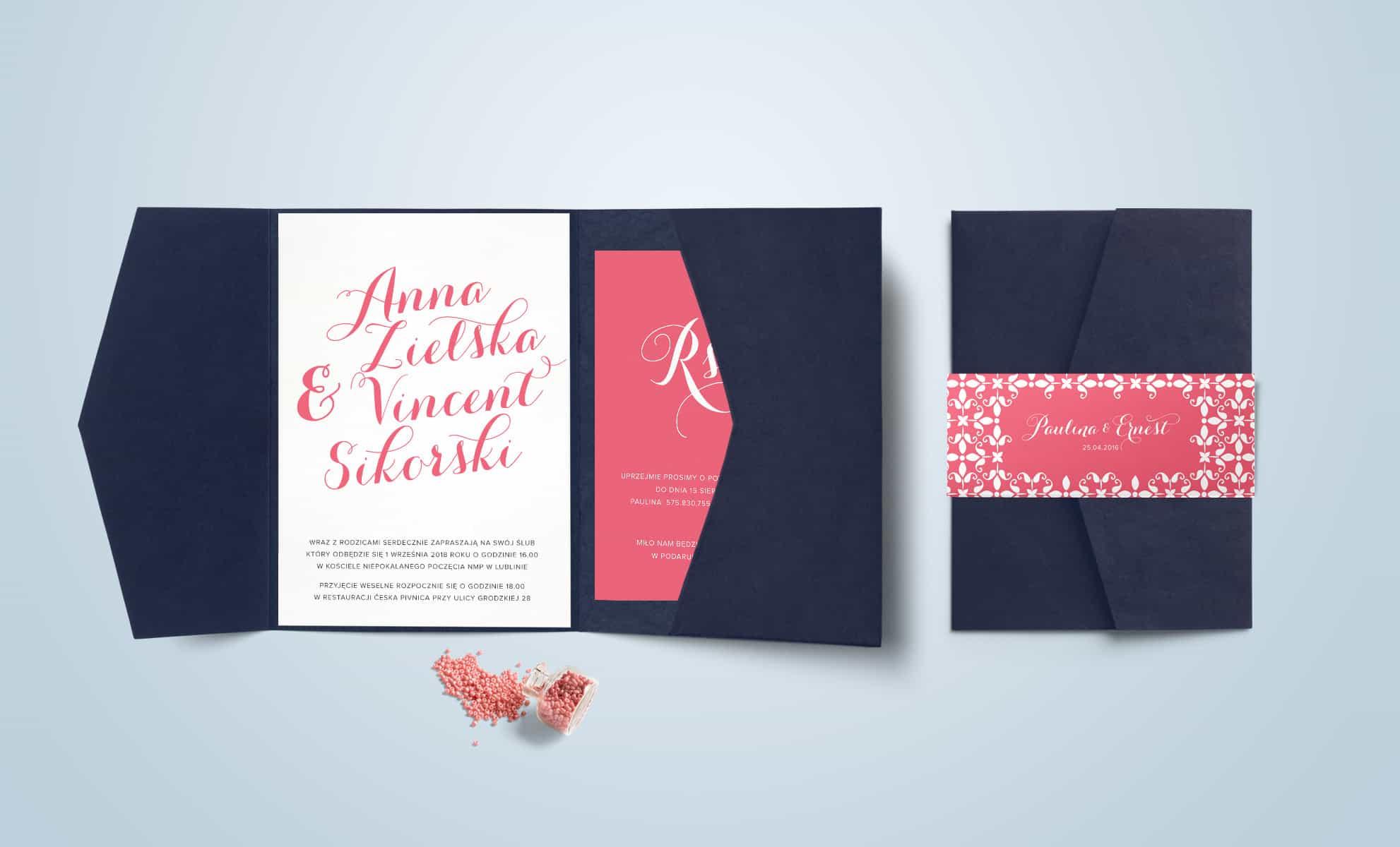 Zaproszenie z kolorze różu z elementami ornamentu