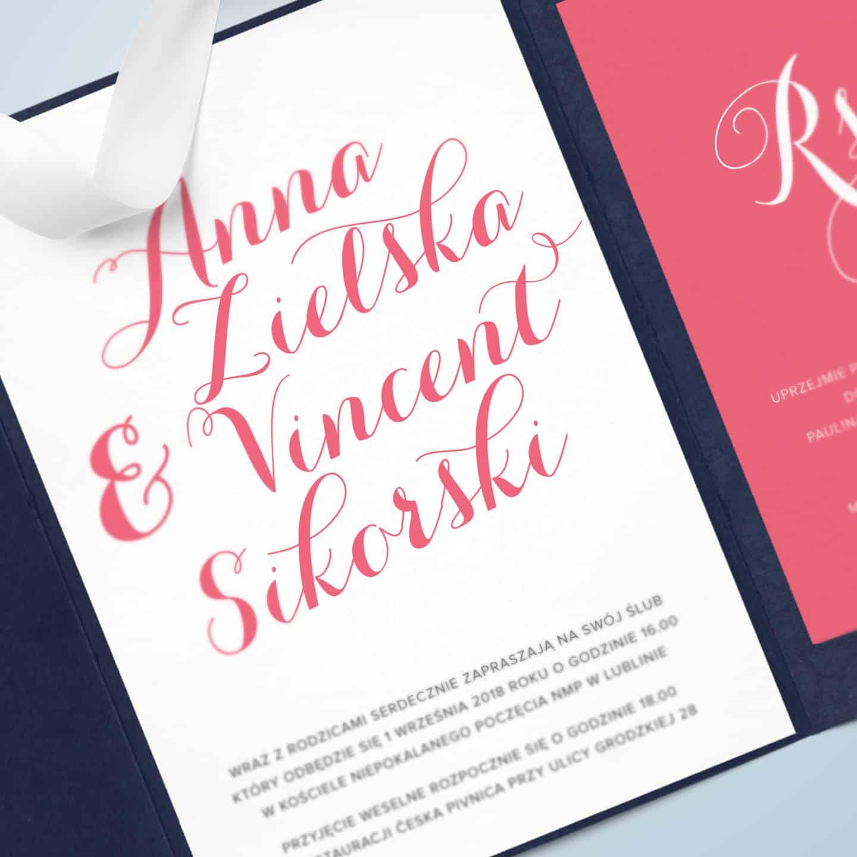 Zaproszenie w kolorze koralu, z dekoracyjnym typograficznym pismem