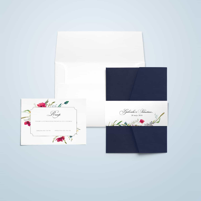 Zaproszenie z motywem kwiatów, ozdobną owijką i eleganckim wyglądem