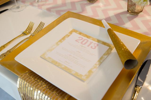 Złote dodatki na dekoracje stołów