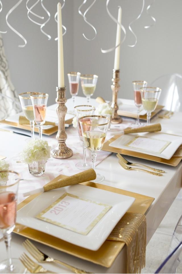 Złota stylizacja nakrycia stołów