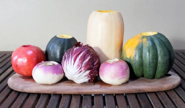 Kolorowe wazony wykonane z warzyw