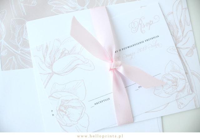 Karty z potwierdzeniem przybycia z tulipanami