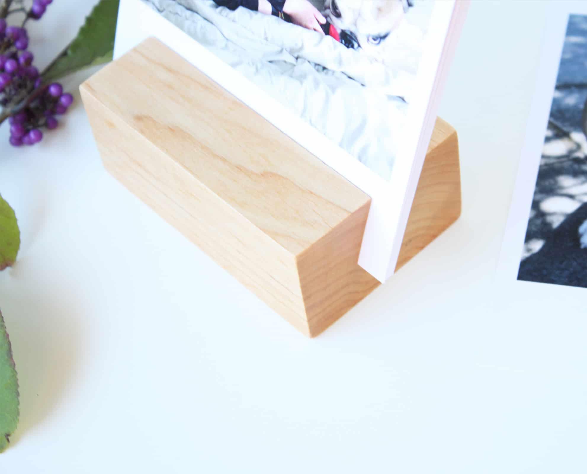 Drewniana podstawka do zdjęć i wydruków