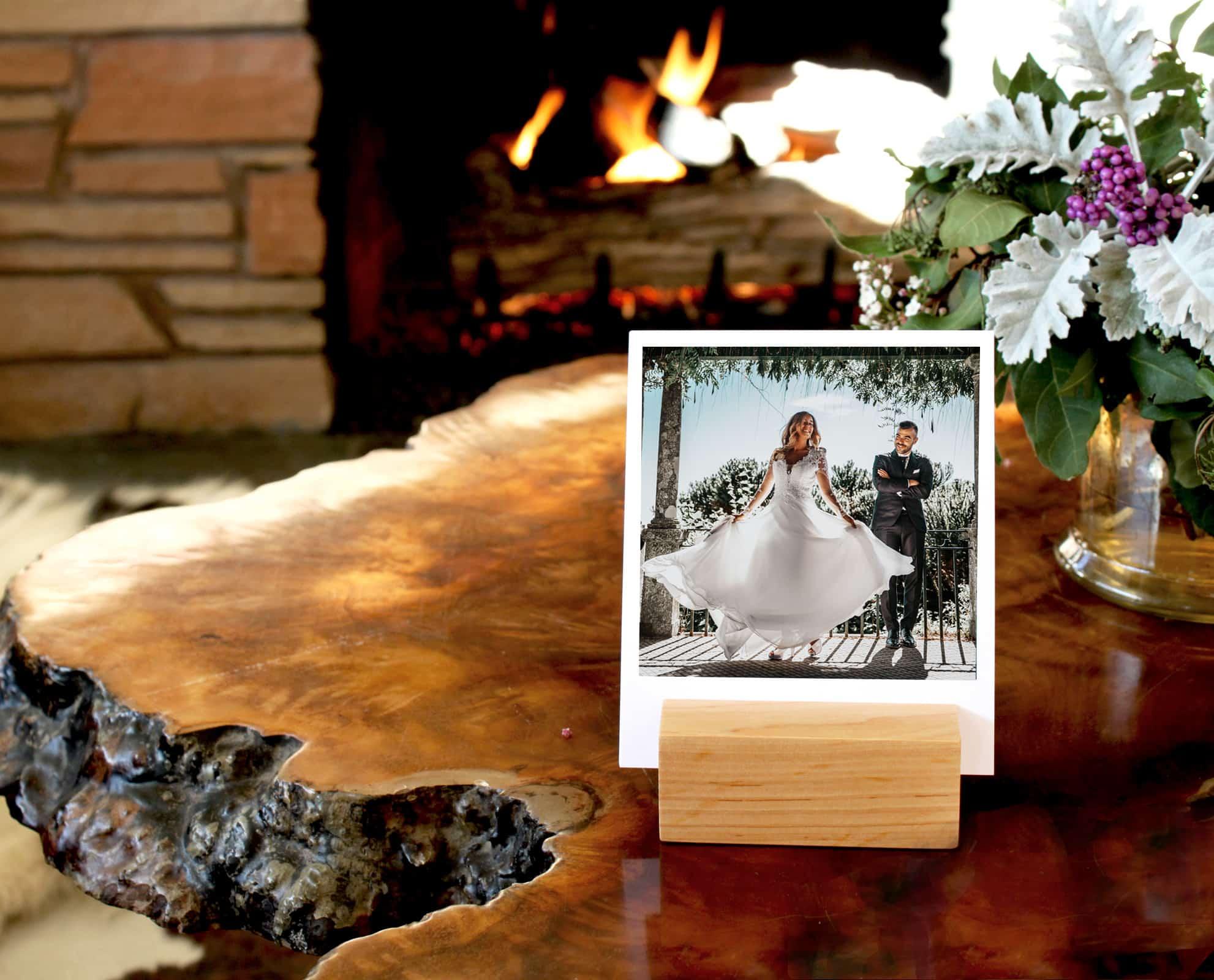 Ekskluzywna drewniana podstawka na zdjęcia, plany ceremonii lub śpiewniki
