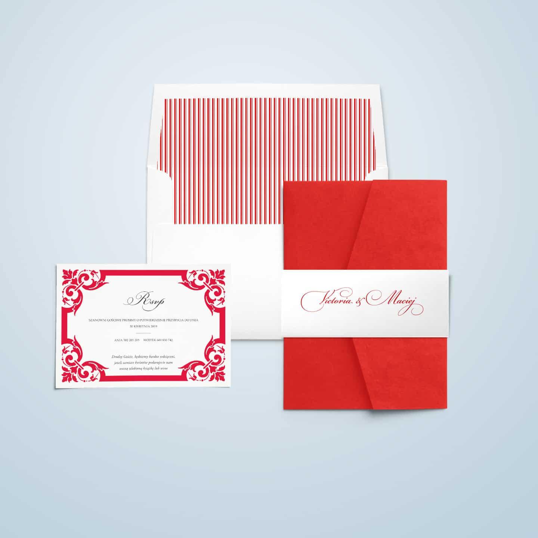 Zaproszenie z motywem zdobień, ozdobną owijką i kopertą z paskami wewnątrz