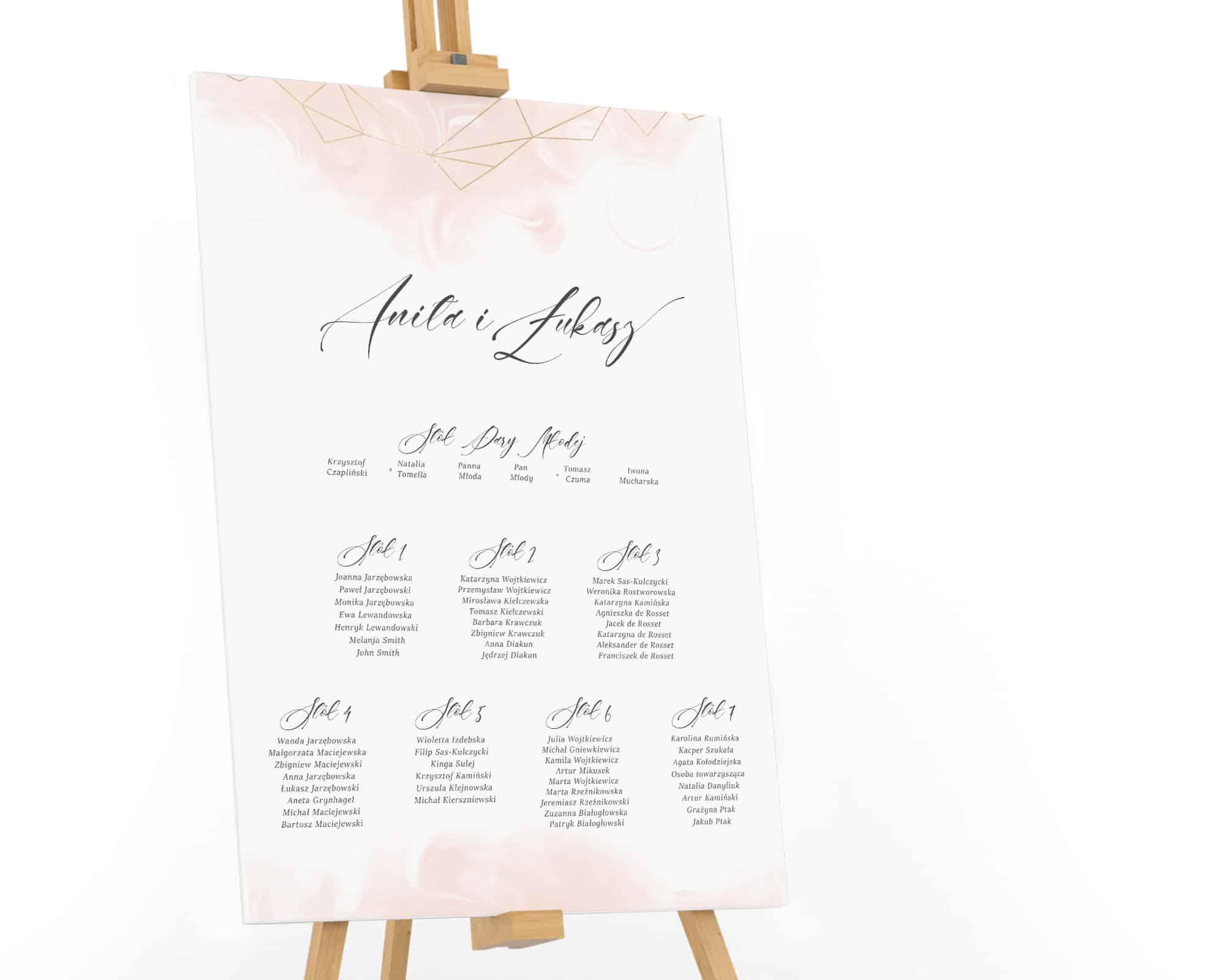 plan usadzenia gości z delikatnym różowym tłem i gryłą geometryczną
