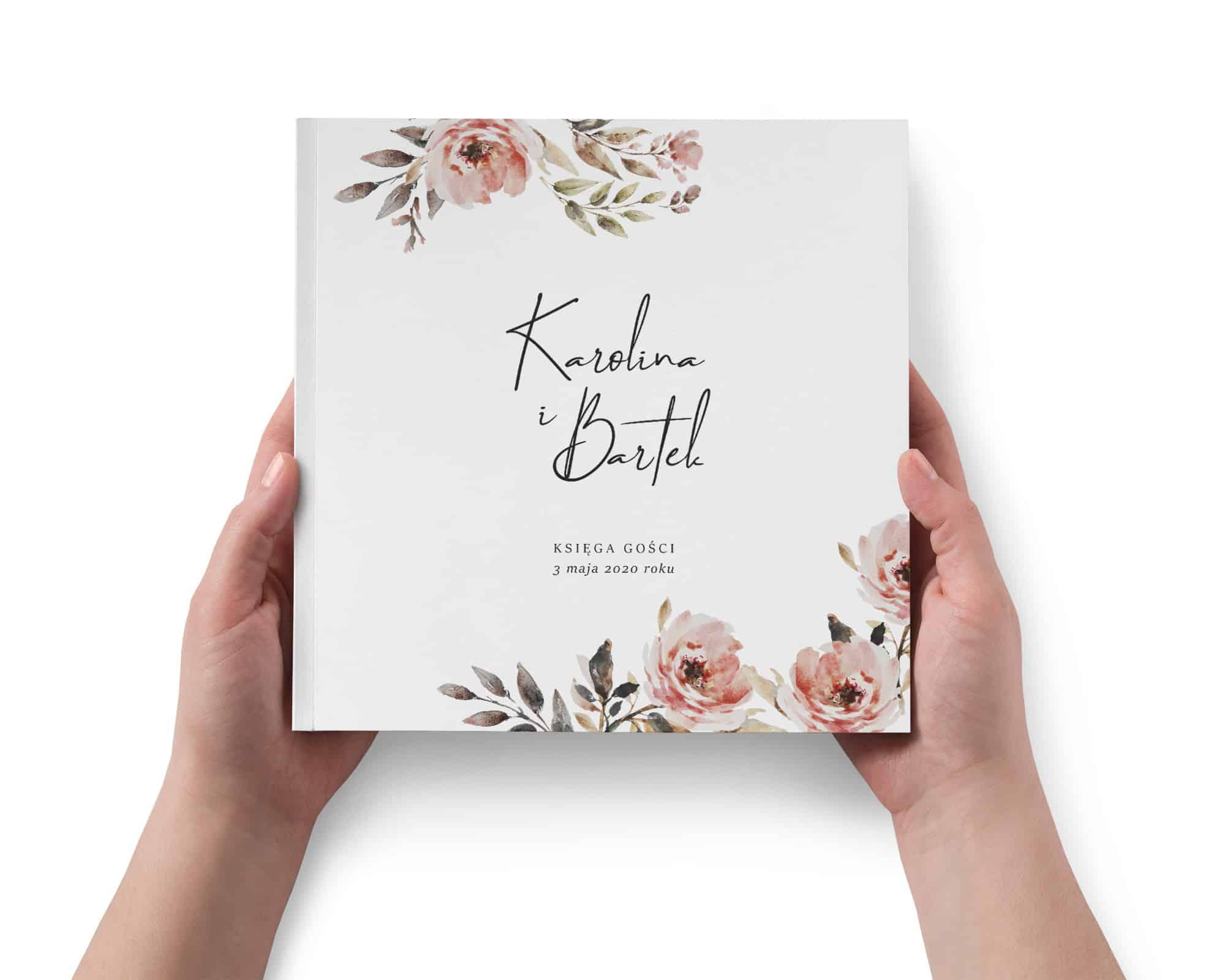 Księga gości weselnych z akwarelowymi różowymi kwiatami na okładce.
