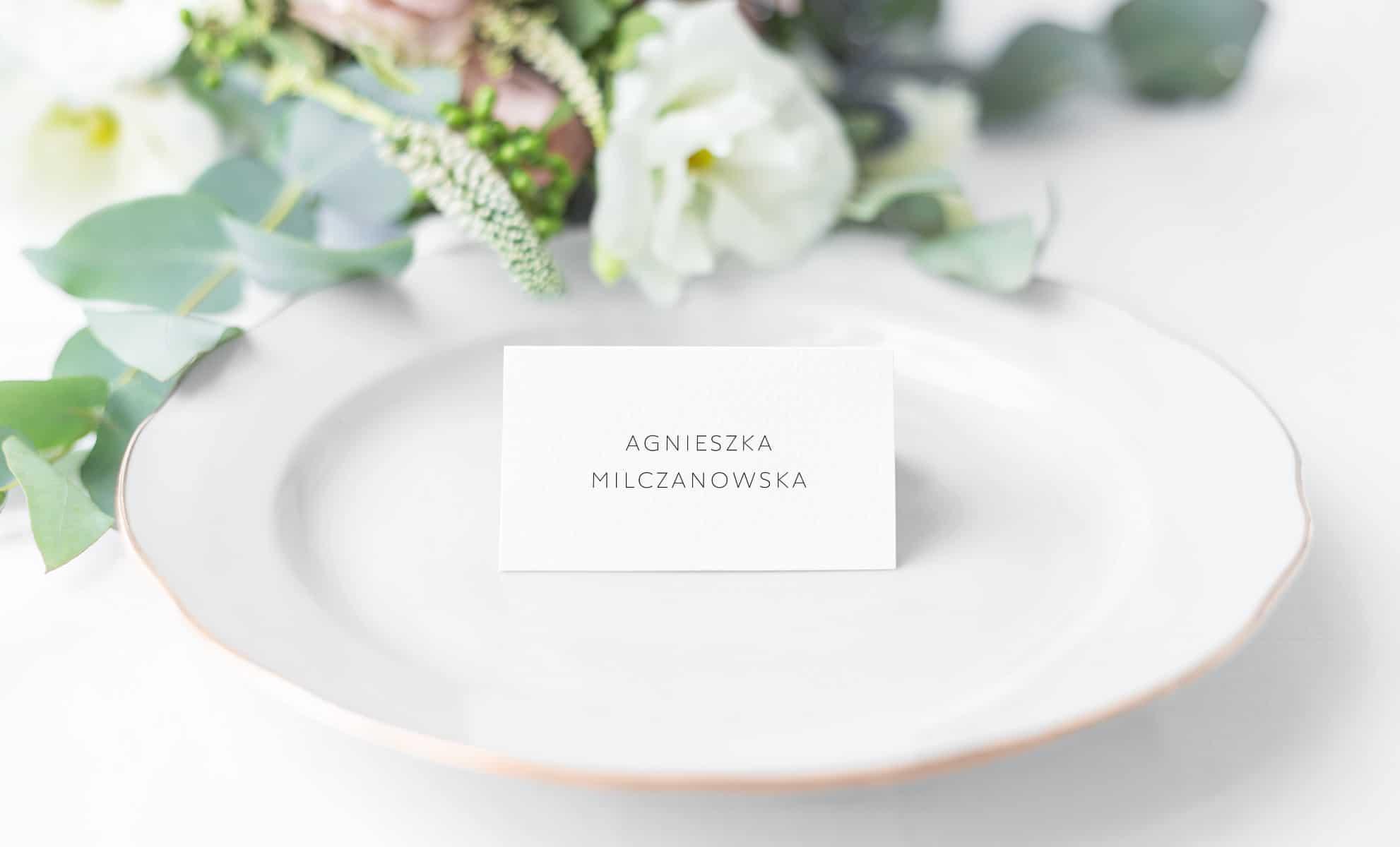 Winietki z imionami gości w minimalistycznym stylu
