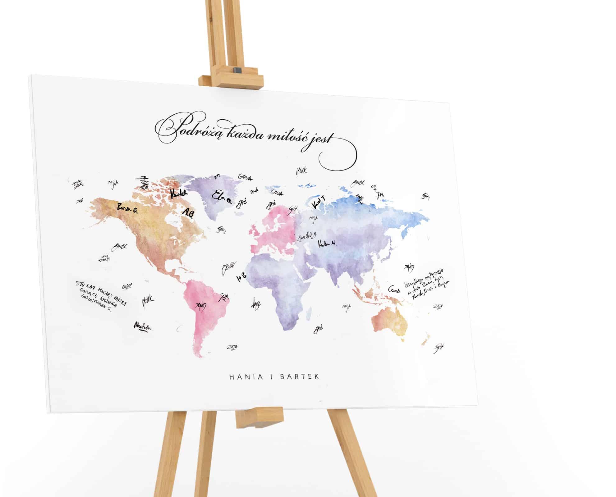 Księga gości z mapą świata z cytatem Podróżą każda miłość jest