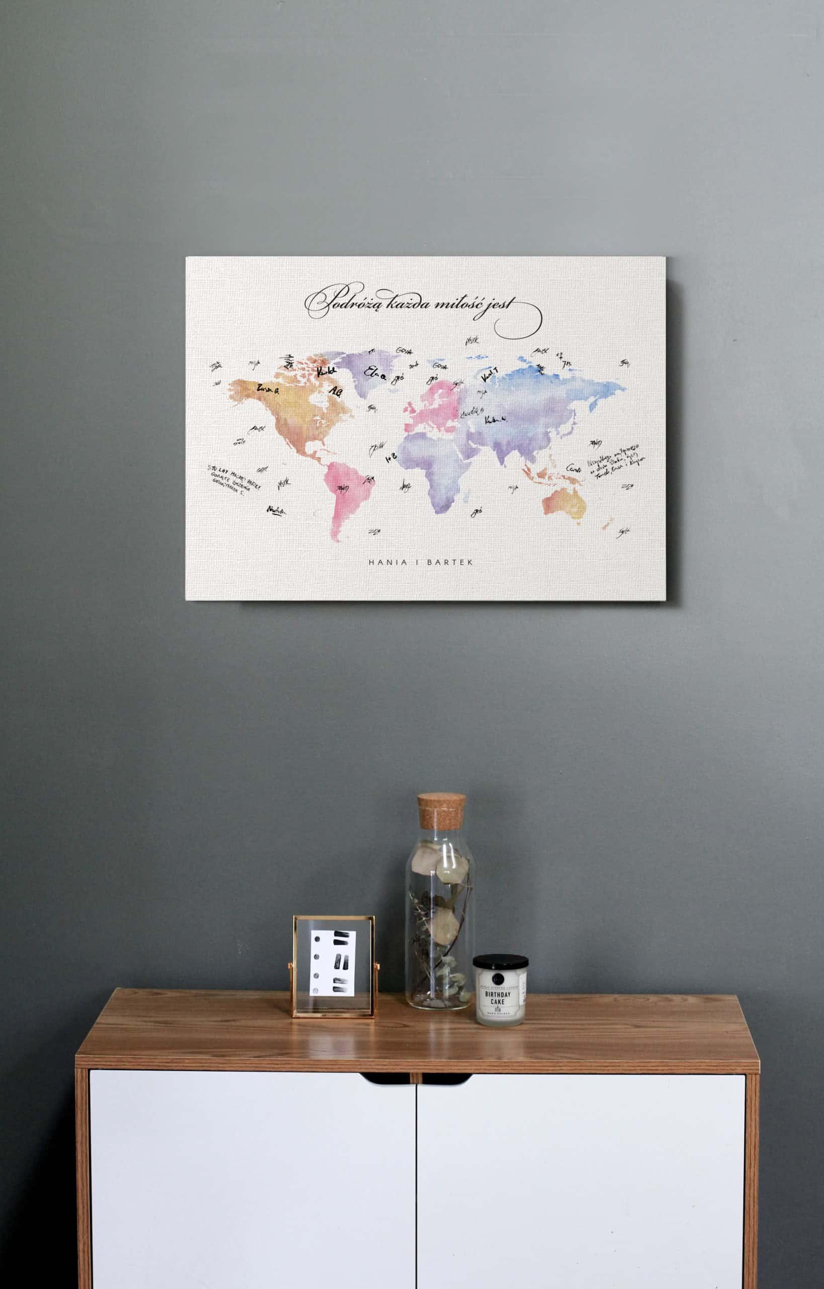 Księga gości z akwarelową mapą świata w pastelowych kolorach