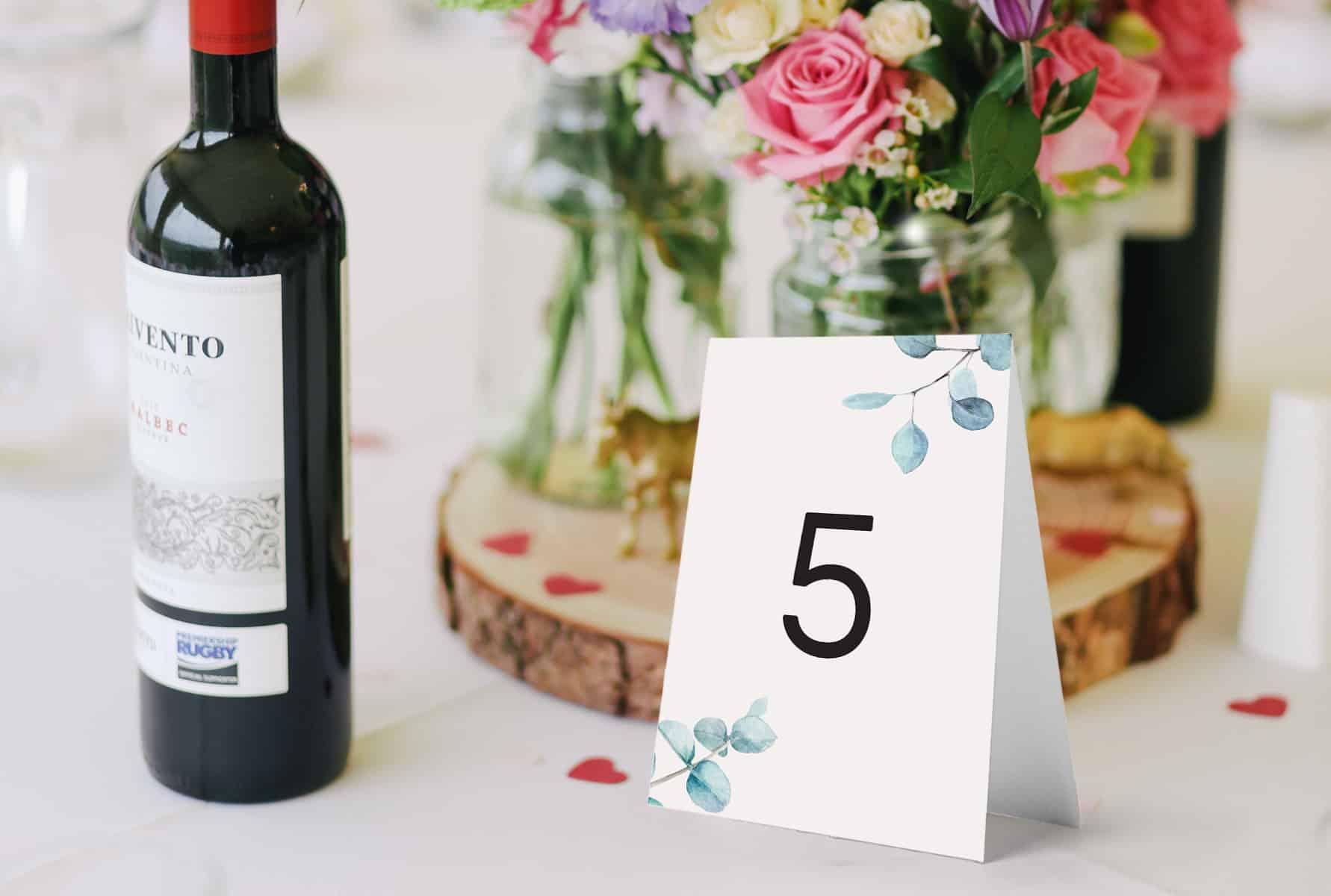 Numerki na stoły z dużą cyfrą i listkami eukaliptusa