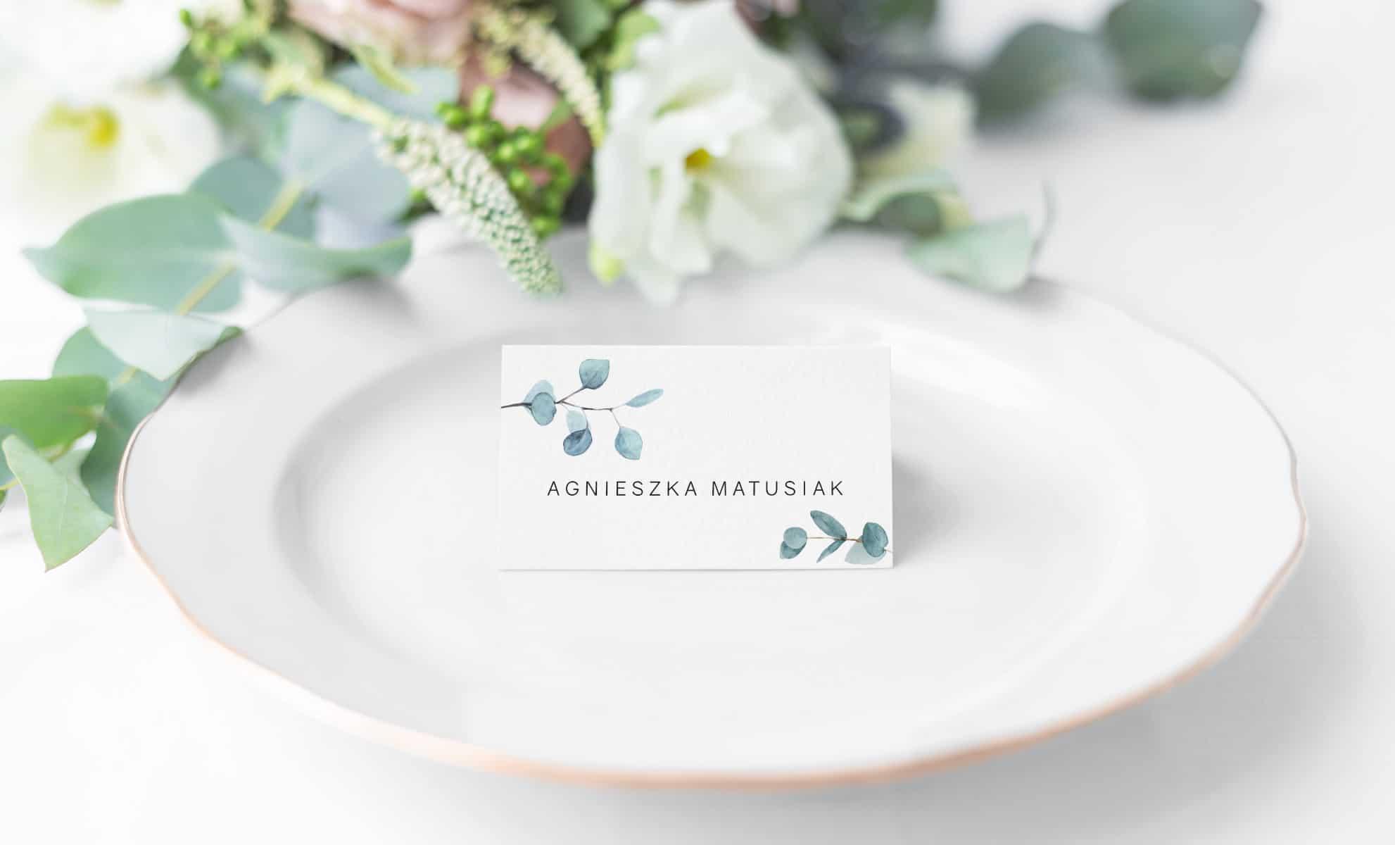 Winietki na stoły weselne z imionami gości i gałązką eukaliptusa