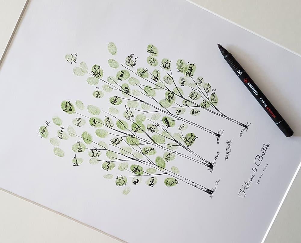 Pomysł na ciekawą księgę gości weselnych z drzewkami.