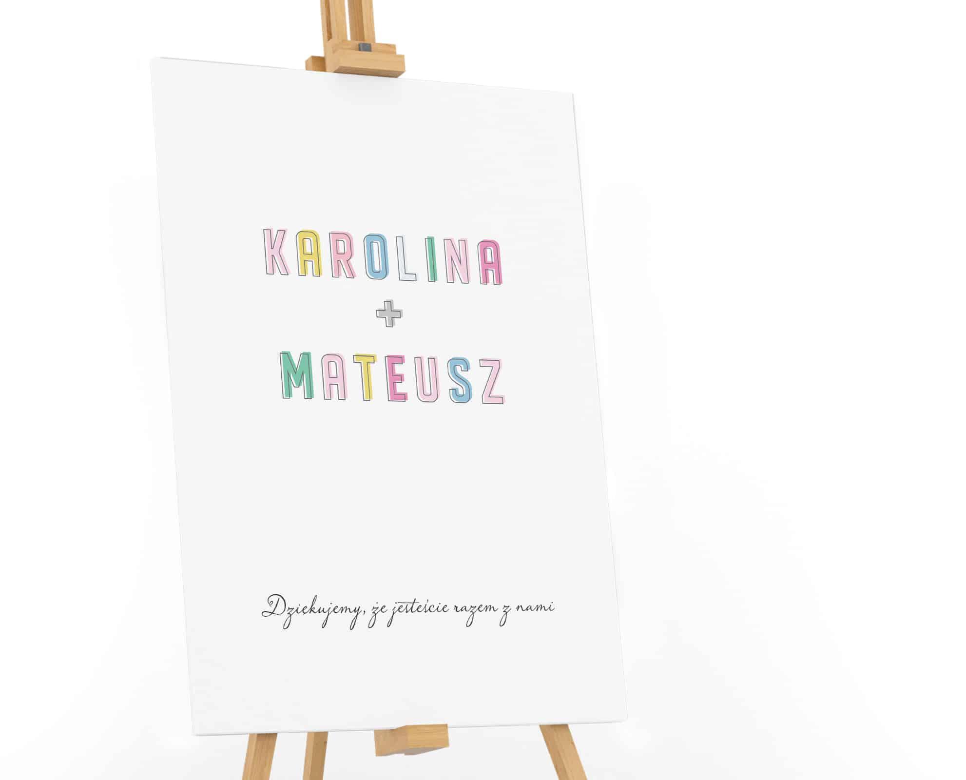 Tablica powitalna na wesele z dużymi imionami z kolorowych liter