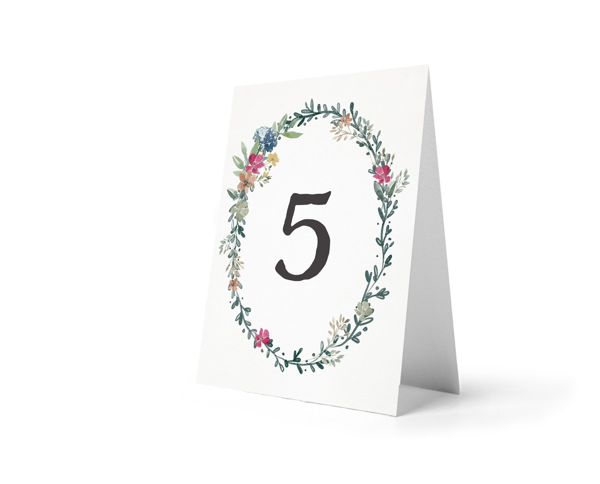 Numery na stoły rustykalne z wiankiem z kwiatów