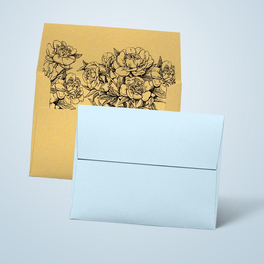 Złote koperty ozdobne z zamknięciem w prostokąt