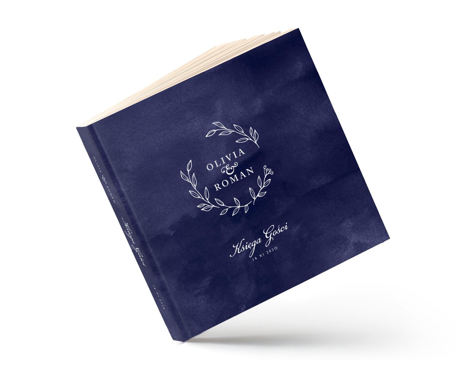 klasyczna księga gości z granatowym, navy tłem i białym monogramem