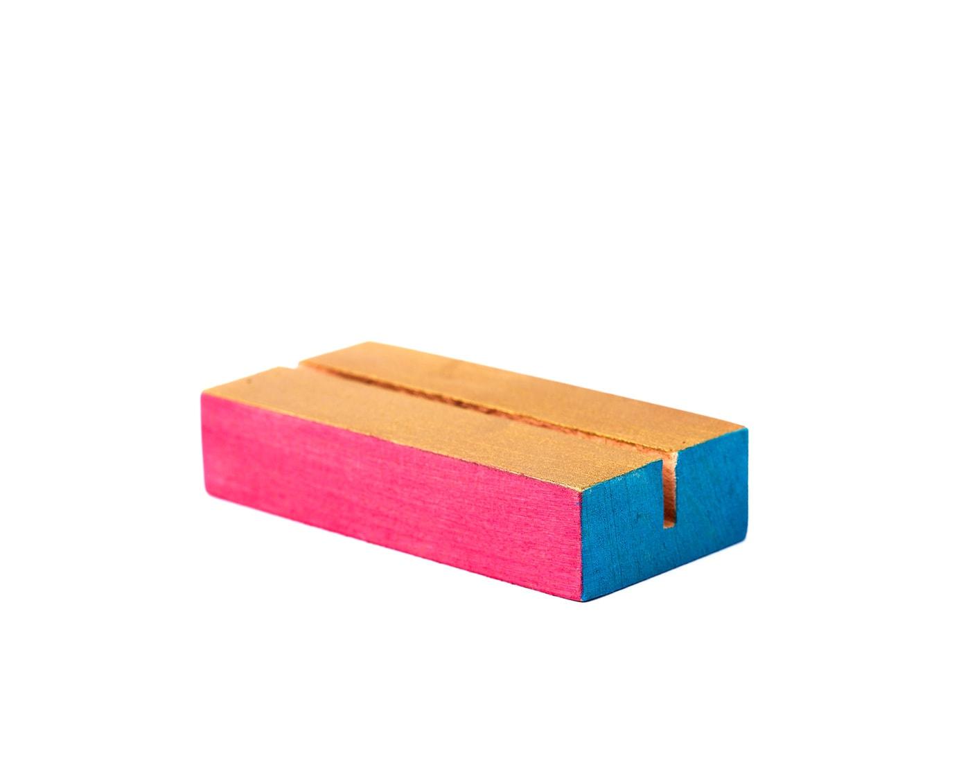 Drewniane podstawki na numery stołow i karty menu, różowo złoto niebieskie
