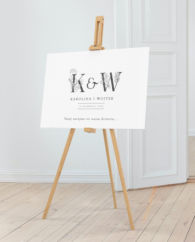Duża tablica na powitanie gości weselnych z monogramem Pary Młodej