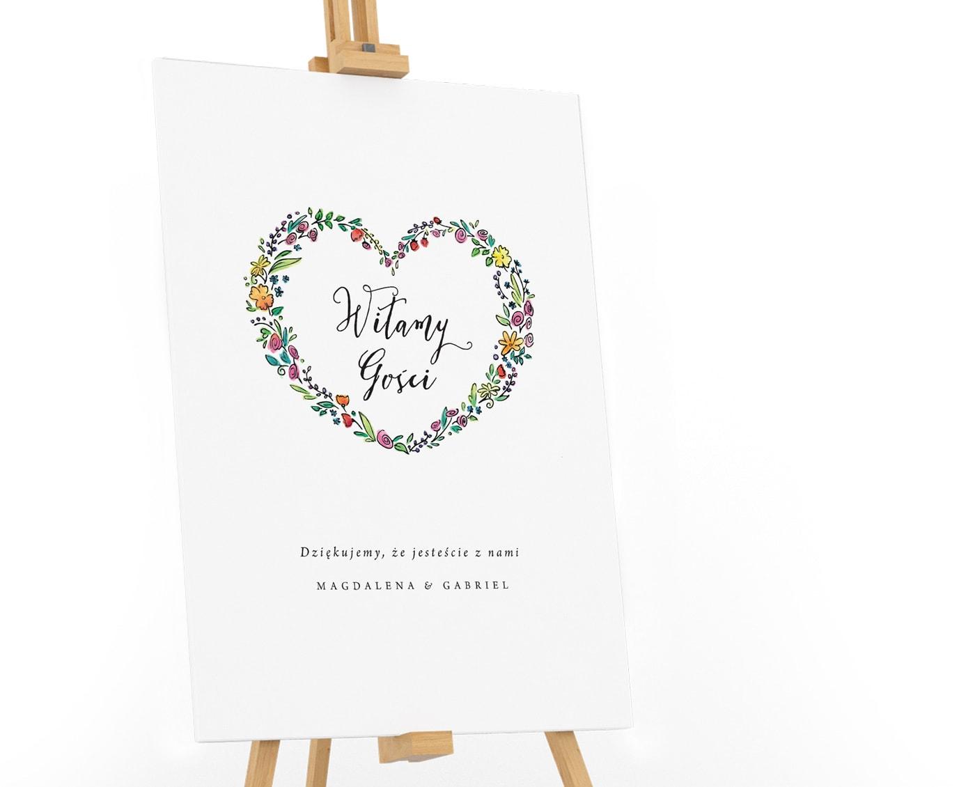 Tablica powitalna z polnymi kwiatami w kształcie serca