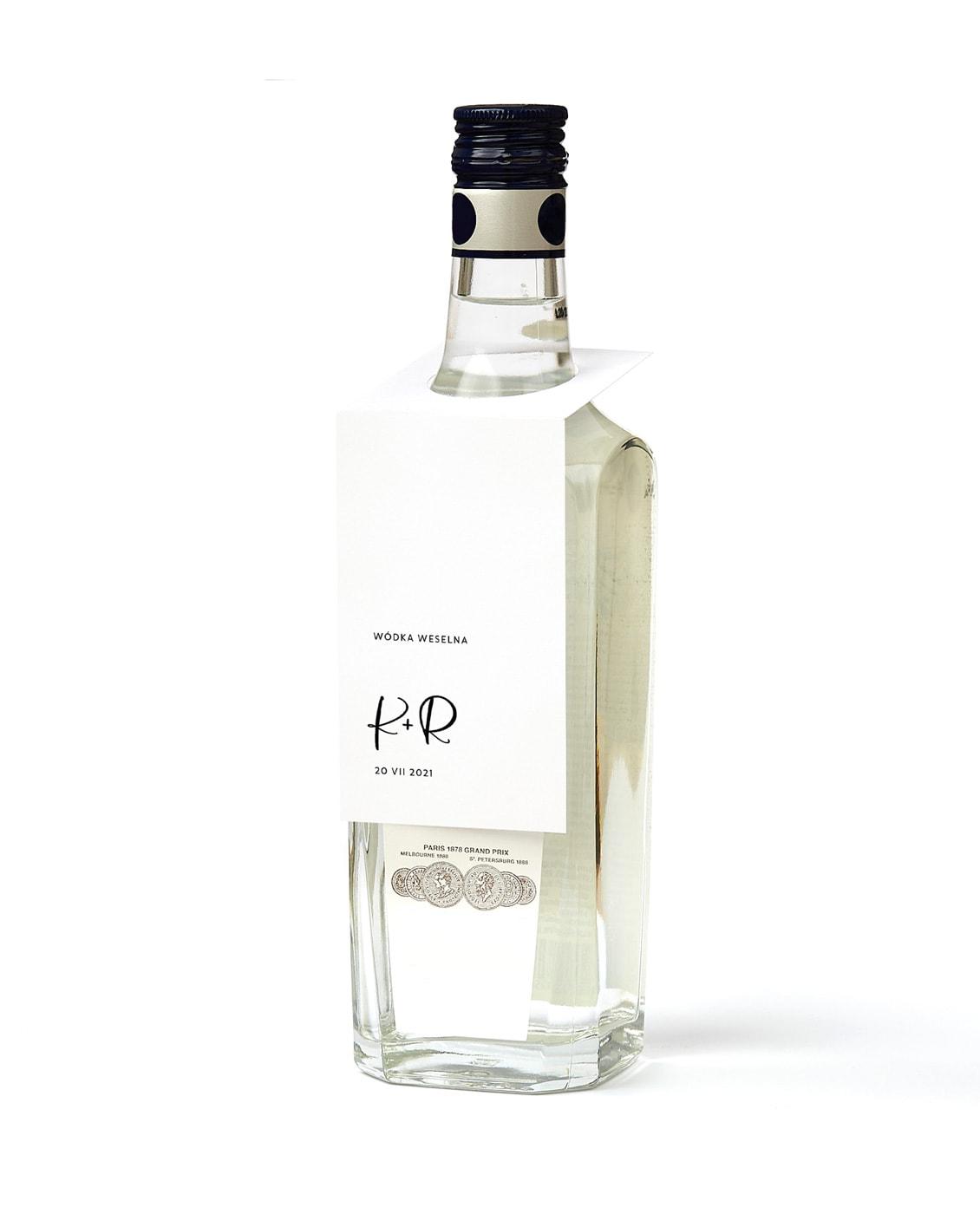 Zawieszki z imionami do powieszenia na butelce z alkoholem