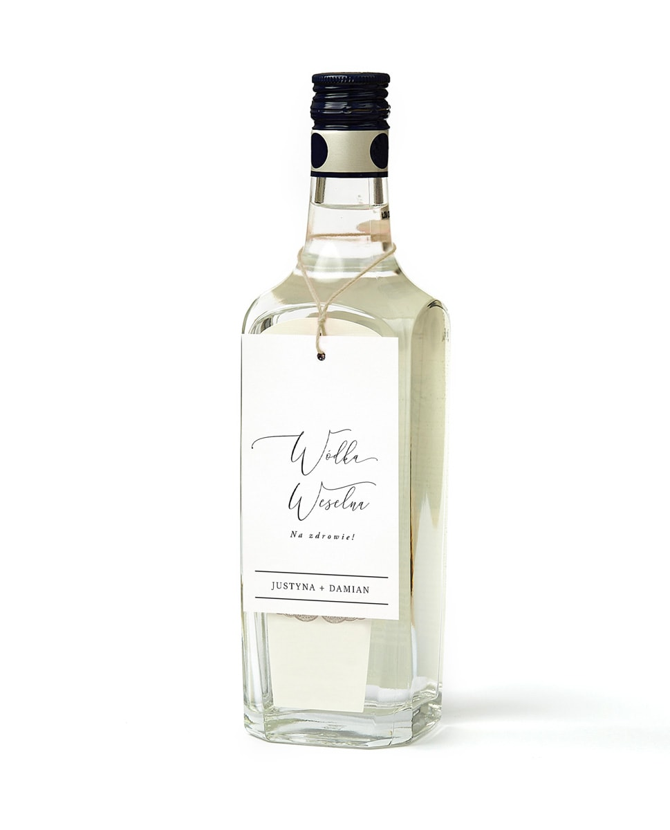 Białe zawieszki na wódke z ładną czcionką