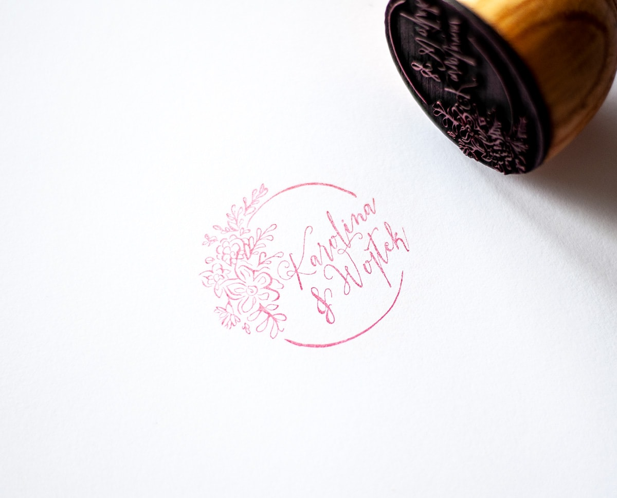 Pieczątka z rustykalnymi kwiatami i kaligrafowanymi imionami
