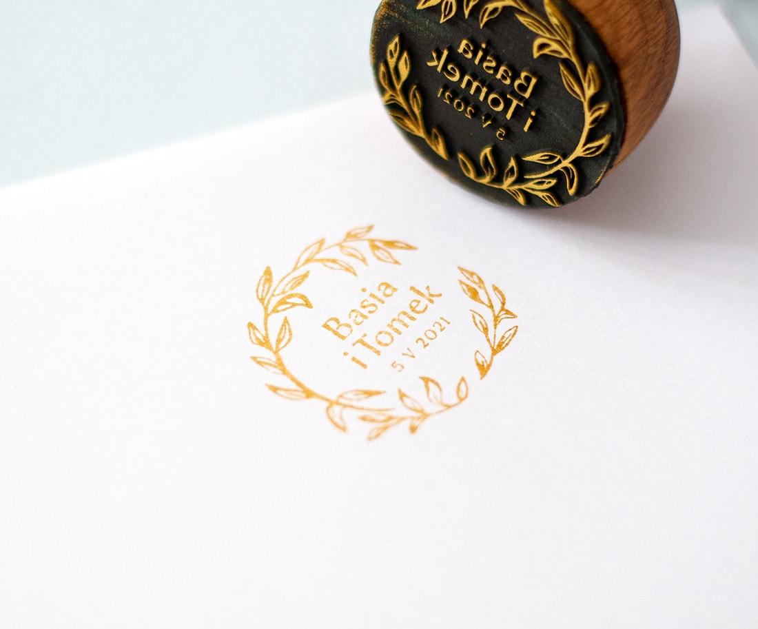 Stempel ślubny ze złotym tuszem