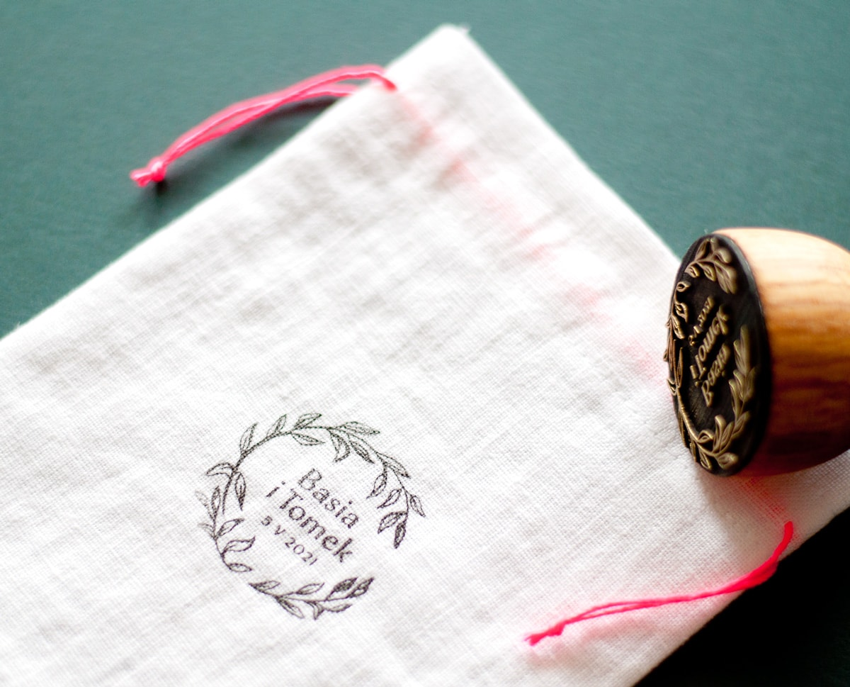 Woreczki z białego 100% lnu z różowym sznureczkiem