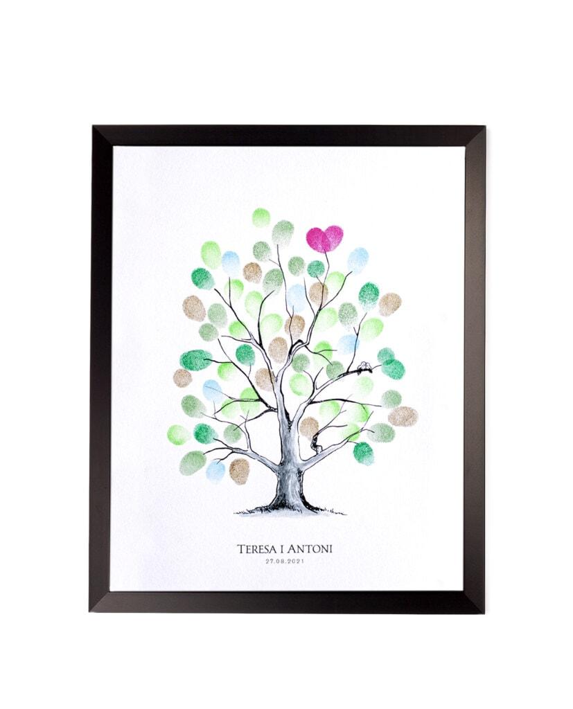 Drzewko z odciskami palców gości i imionami Młodej Pary