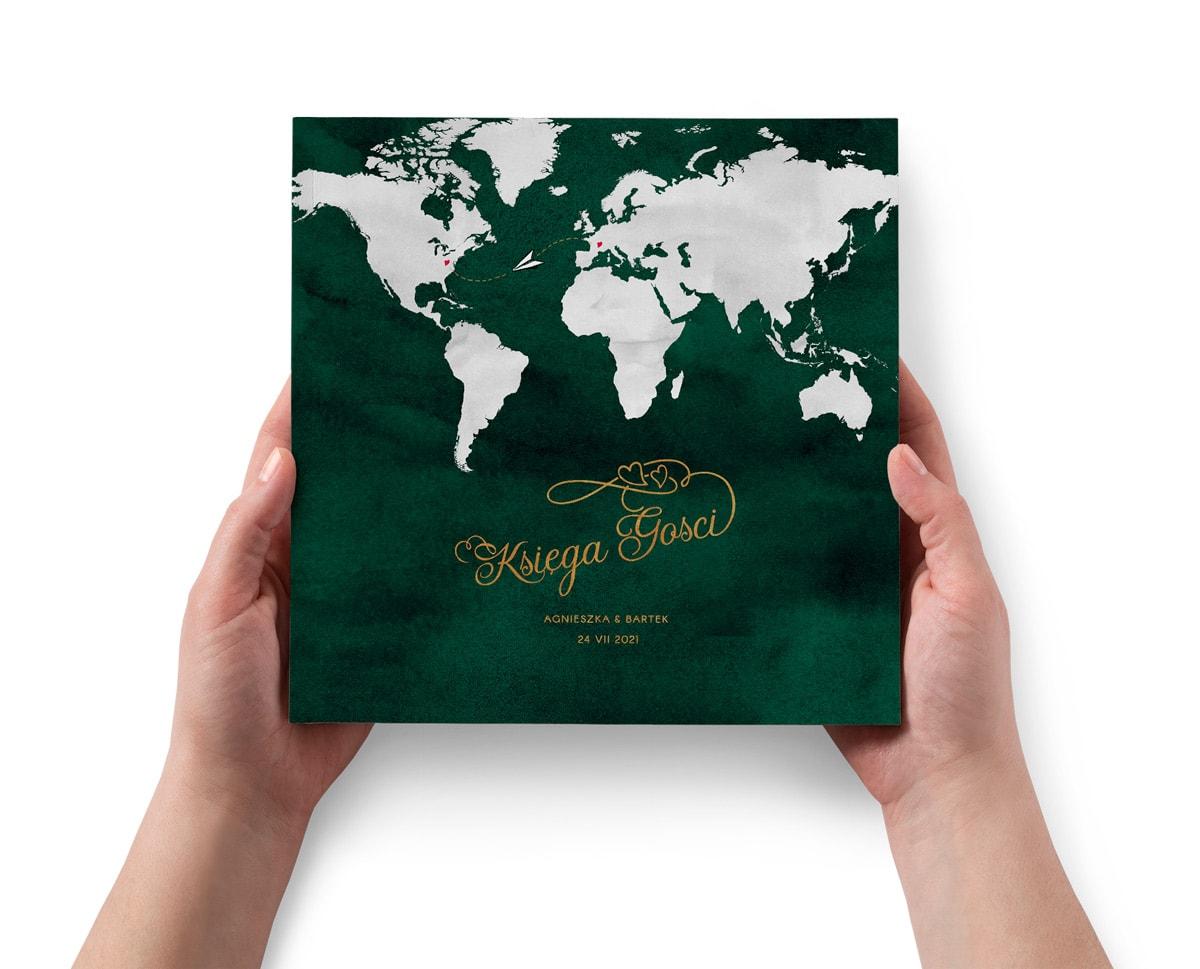 Tradycyjna księga gości, zielona w stylu podróżniczym z mapą