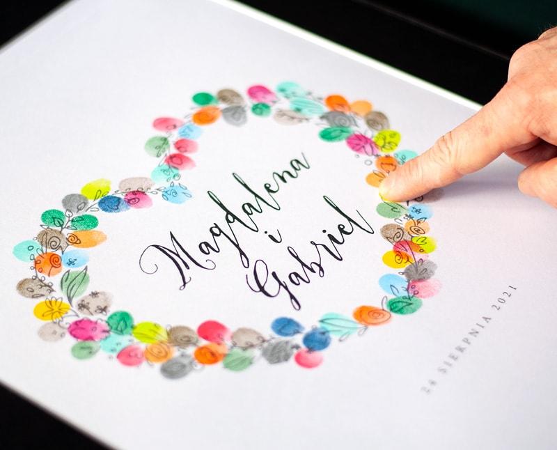 księga na odciski palców w kształcie serca z kwiatów