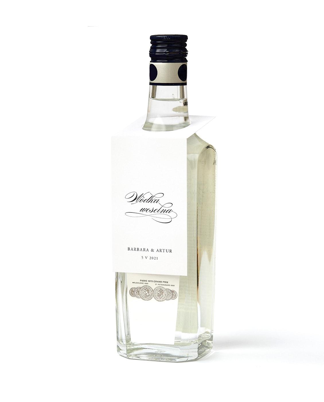 Weselne zawieszki na alkohol, kaligrafowane