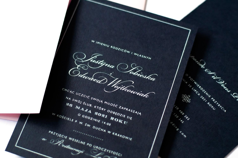Piękne granatowo białe zaproszenia z jasno różową kopertą